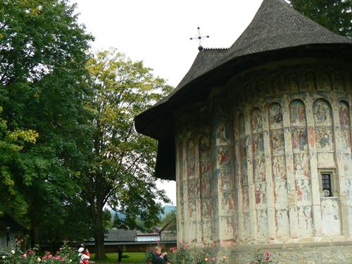 No.010_交差する物語_02_ブコヴィーナ地方にあるフモル修道院の教会